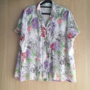 Woman floral button down shirt. Size 20
